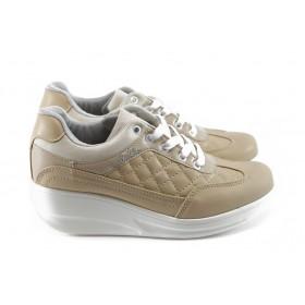 Дамски обувки на платформа - еко-кожа - бежови - EO-4677