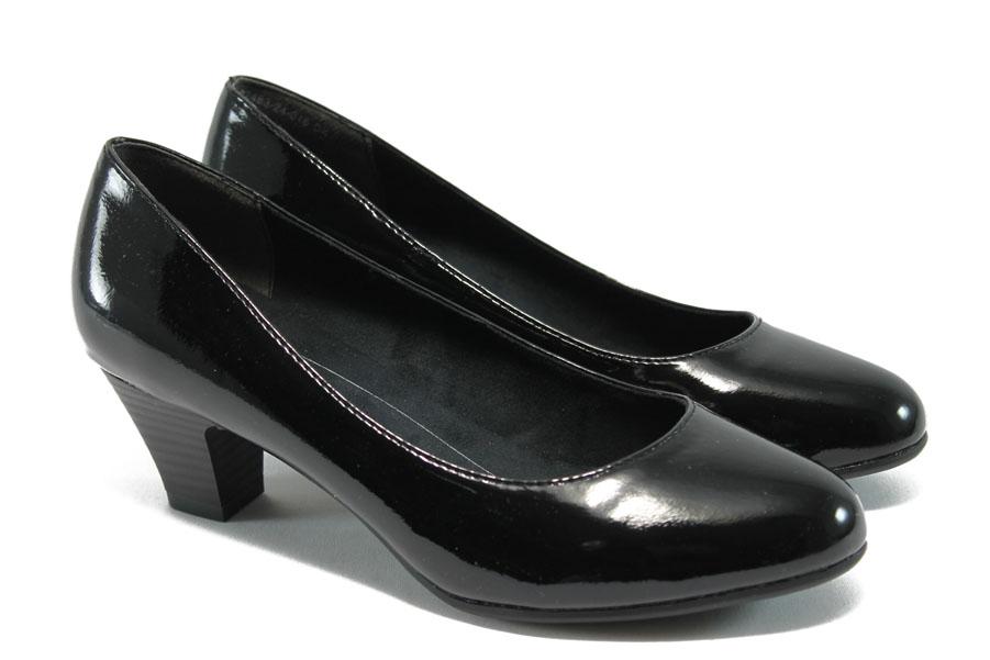 Дамски обувки на среден ток - еко кожа-лак - черни - EO-5718