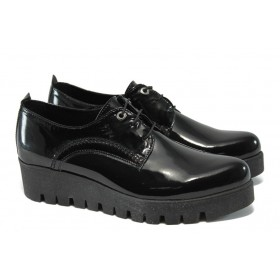 Равни дамски обувки - естествена кожа-лак - черни - НБ 1406-853 черен лак