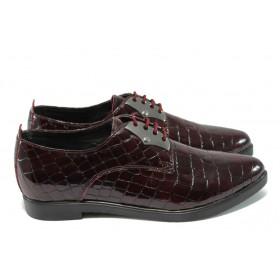 """Дамски обувки на среден ток - естествена кожа с """"кроко"""" мотив - бордо - EO-6204"""