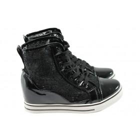 Дамски обувки на платформа - еко кожа-лак - черни - EO-6262