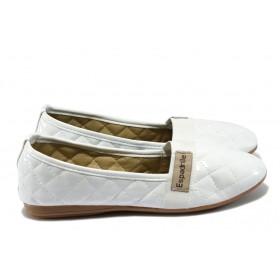 Равни дамски обувки - еко кожа-лак - бели - EO-6345