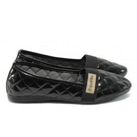Равни дамски обувки - еко кожа-лак - черни - EO-6343