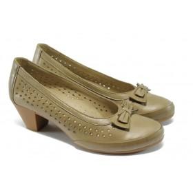 Дамски обувки на среден ток - естествена кожа с перфорация - бежови - EO-6408