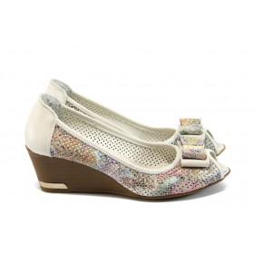 Дамски обувки на платформа - висококачествена еко-кожа - бели - EO-8726