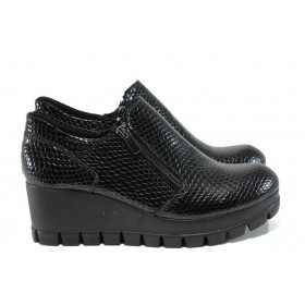 Дамски обувки на платформа - естествена кожа-лак - черни - EO-9467