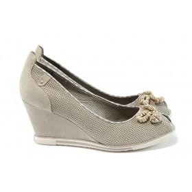 Дамски обувки на платформа - висококачествен еко-велур - бежови - EO-8268