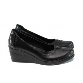 Дамски обувки на платформа - естествена кожа с естествен лак - черни - EO-9912