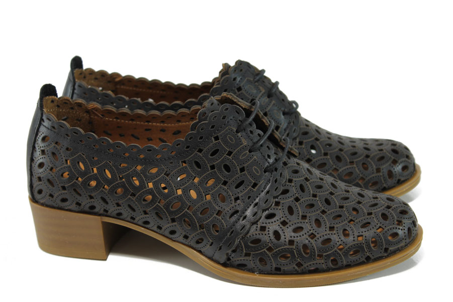 Дамски обувки на среден ток - естествена кожа с перфорация - черни - EO-9955