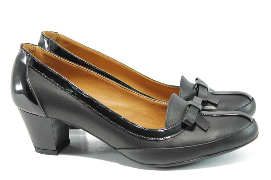 Дамски обувки на среден ток - естествена кожа с естествен лак - черни - EO-10203