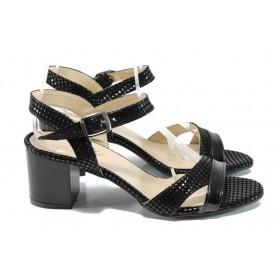 Дамски сандали - еко кожа-лак - черни - EO-10768