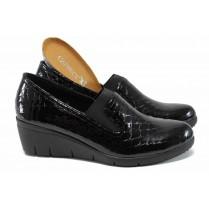 Дамски обувки на платформа - естествена кожа-лак - черни - EO-11411