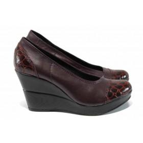 """Дамски обувки на платформа - естествена кожа с """"кроко"""" мотив - бордо - EO-12116"""