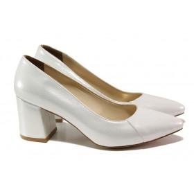 Дамски обувки на среден ток - висококачествена еко-кожа - сребро - EO-13544