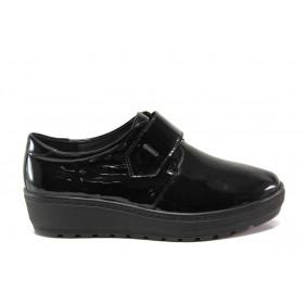 Дамски обувки на платформа - естествена кожа-лак - черни - EO-14314