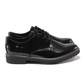 Равни дамски обувки - еко кожа-лак - черни - EO-14404
