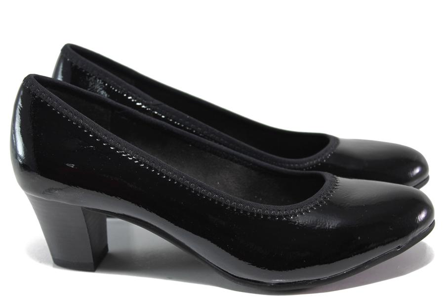 Дамски обувки на среден ток - еко кожа-лак - черни - EO-15057
