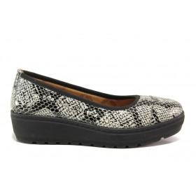 """Дамски обувки на платформа - естествена кожа с """"кроко"""" мотив - черни - EO-15212"""