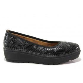 """Дамски обувки на платформа - естествена кожа с """"кроко"""" мотив - черни - EO-15213"""
