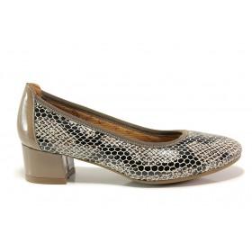 Дамски обувки на среден ток - естествена кожа с естествен лак - бежови - EO-15220