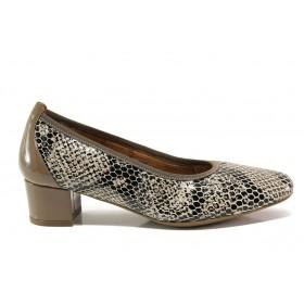 Дамски обувки на среден ток - естествена кожа с естествен лак - бежови - EO-15230