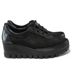 Дамски обувки на платформа - естествена кожа с естествен велур - черни - EO-15351