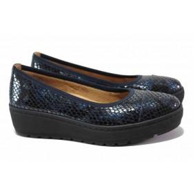 """Дамски обувки на платформа - естествена кожа с """"кроко"""" мотив - тъмносин - EO-15495"""