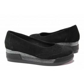 Дамски обувки на платформа - естествен велур - черни - EO-15802