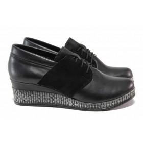 Дамски обувки на платформа - естествена кожа в съчетание с еко-велур - черни - EO-15756