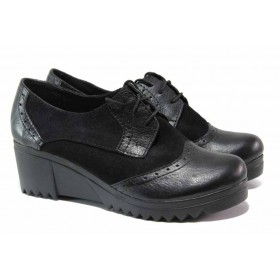 Дамски обувки на платформа - естествена кожа с естествен велур - черни - EO-15749