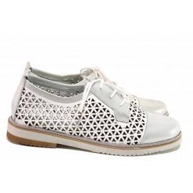 Равни дамски обувки - естествена кожа с перфорация - бели - EO-16240