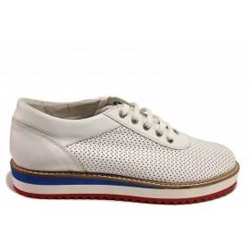Равни дамски обувки - естествена кожа с перфорация - бели - EO-16454