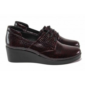Дамски обувки на платформа - естествена кожа-лак - бордо - EO-16945