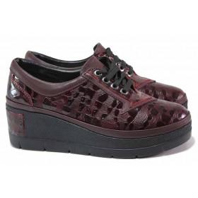 """Дамски обувки на платформа - естествена кожа с """"кроко"""" мотив - бордо - EO-17066"""