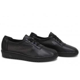 Равни дамски обувки - естествена кожа с перфорация - черни - EO-18275