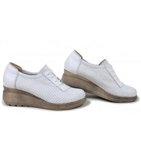 Дамски обувки на платформа - естествена кожа с перфорация - бели - EO-18277