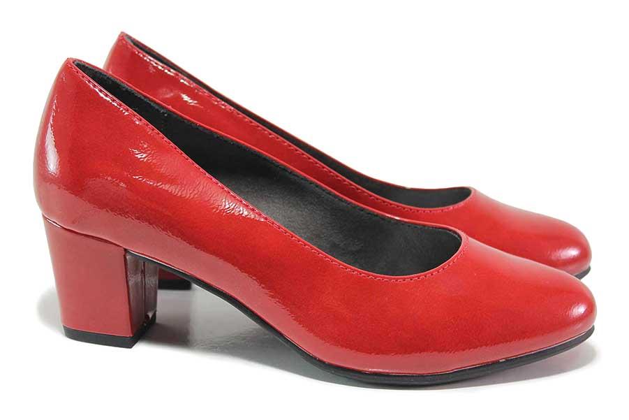 Дамски обувки на среден ток - еко кожа-лак - червени - EO-18371