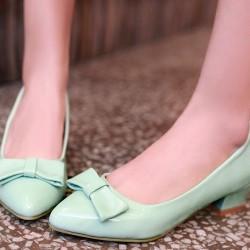 Как да направим  едноцветните обувки част от гардероба си