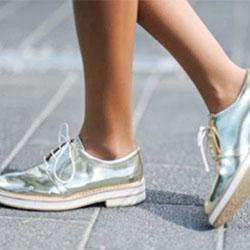 С  какво да носим модерните обувки металик?