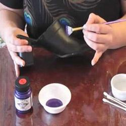 Как да боядисате кожени обувки у дома?