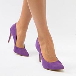Пурпурни обувки на токчета за офиса
