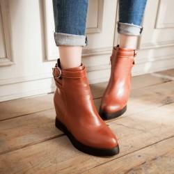 Зимните дамски обувки