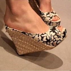 Как да носим дамски чехли