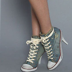 Кои обувки не трябва да се връщат на мода?