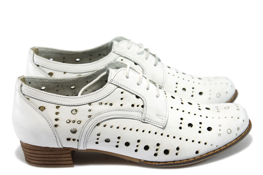 34bd7571306 Дамски обувки на среден ток - естествена кожа с перфорация - бели - EO-6130