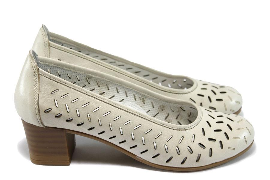 95b1fd54d12 Дамски обувки на среден ток - естествена кожа с перфорация - бели - EO-6404