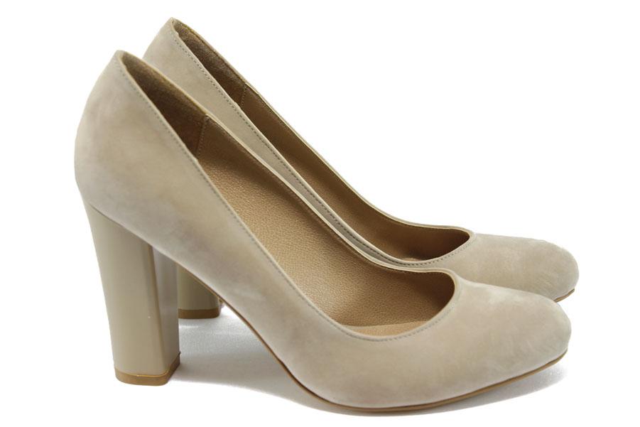 a3a34f6b577 Дамски обувки на висок ток - набук - бежови - EO-7909